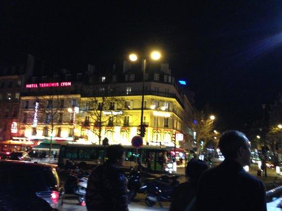 Mercure Paris Gare de Lyon TGV : ホテルの向かいの通り