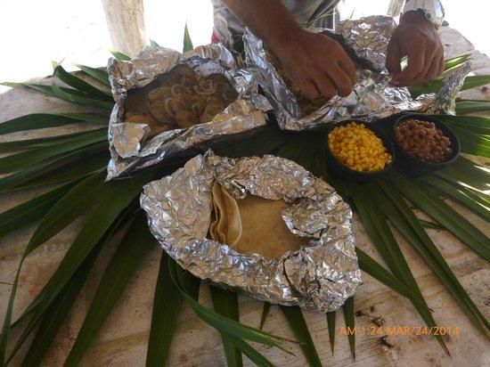 Seakarus Tours: MMM food
