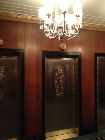 Waldorf Astoria New York: Separate Towers Elevators