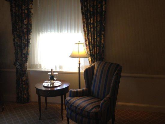 Waldorf Astoria New York: Chair in Bedroom