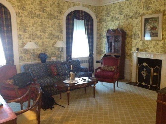 Waldorf Astoria New York: Living Room of Suite