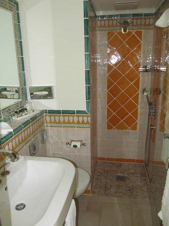 Hotel La Casa: bath 2