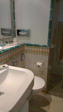 Hotel La Casa: bath