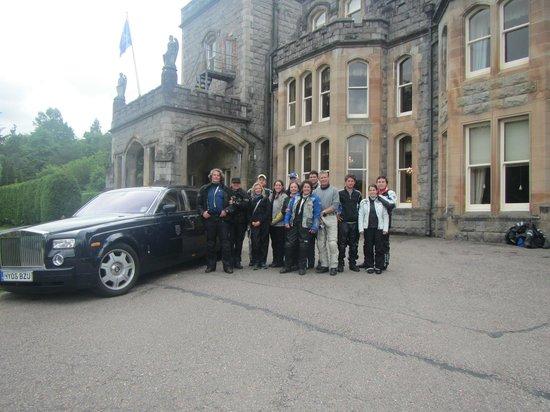 Inverlochy Castle Hotel: En la entrada principal