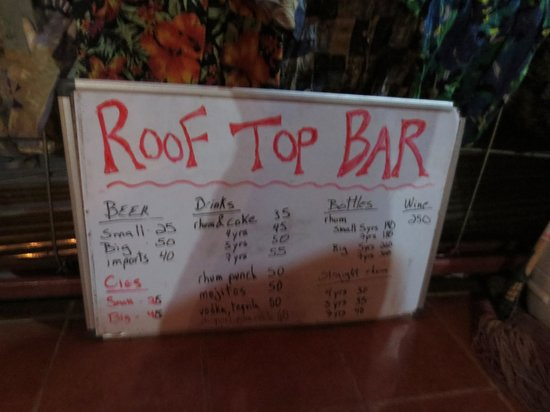 Casa Oro Eco Hostel: Rooftop bar prices