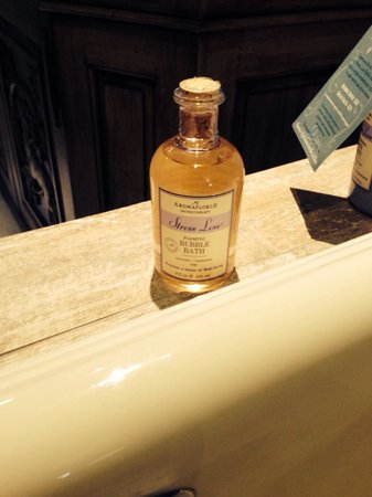 Grand Bohemian Hotel Asheville, Autograph Collection : Bubble bath