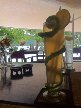 Navutu Stars Fiji Hotel & Resort: starting our lunch - fresh lemonade