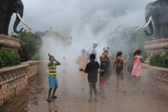 The Palace of the Lost City: Volcano erupts