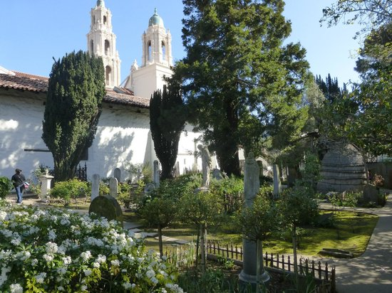 Mission Dolores: The cemetary: an oasis of calm in the city