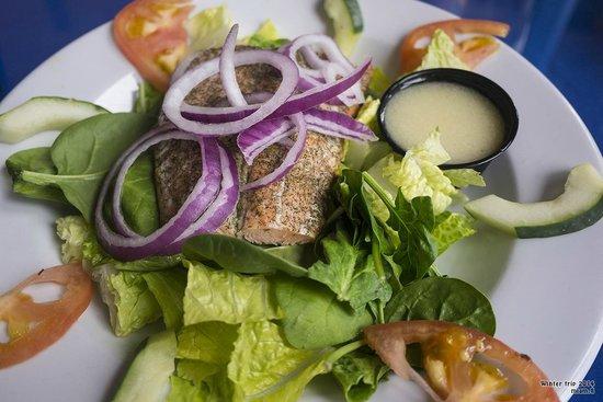 Angry Nate's : Salmon salad