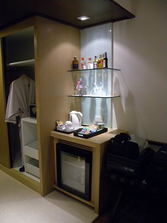 Bangkok Hotel Lotus Sukhumvit: Mini Bar in New Room