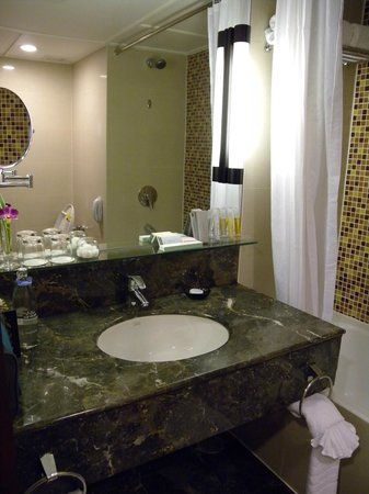 Bangkok Hotel Lotus Sukhumvit: Bathroom in New Room