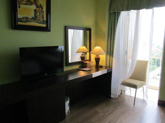 Park View Hue Hotel: nice, spacious room