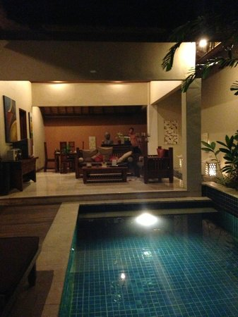 Bhavana Private Villas: livingroom/kitchen/pool
