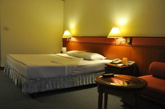 Bangkok Hotel Lotus Sukhumvit : Bedside in Old Room