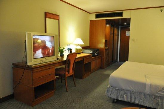 Bangkok Hotel Lotus Sukhumvit : Dressing Table in Old Room
