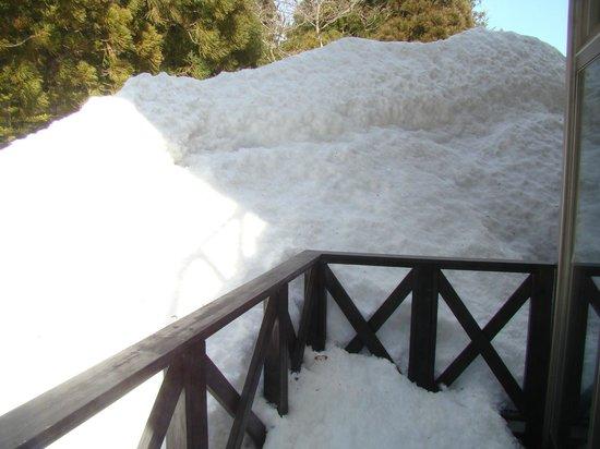The Ridge Hotel & Apartments: snow