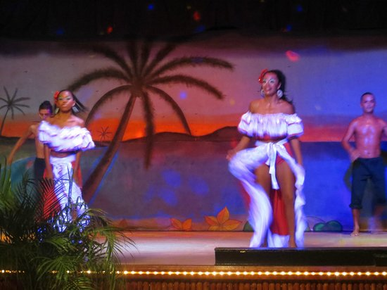Park Royal Huatulco : Good evening entertainment from 8:30 to 9:30 p.m.