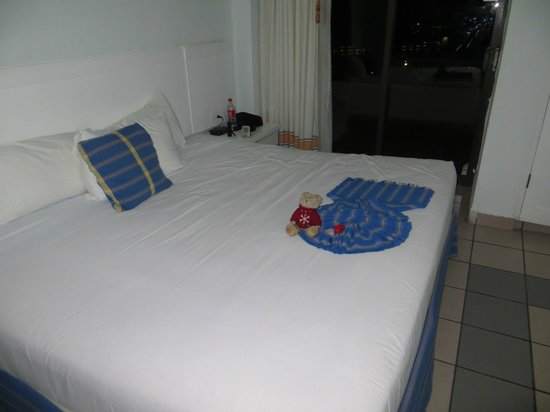 Park Royal Huatulco : Room was very large & clean with king-size bed