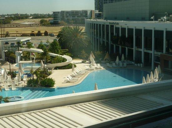 Crown Metropol Perth: View of pool from room