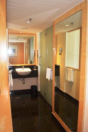 PARKROYAL Kuala Lumpur: Bathroom
