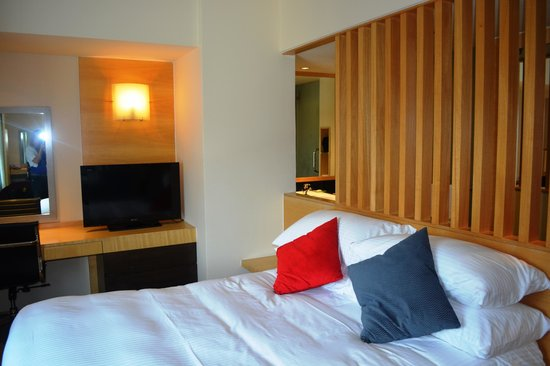 PARKROYAL Kuala Lumpur: Bed & TV