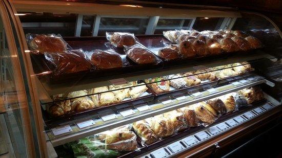 JW Marriott Hotel Surabaya: roti durian.. enaaaaakk