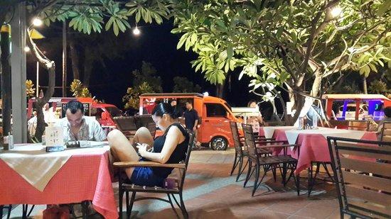 Baan Laimai Beach Resort: great ambience