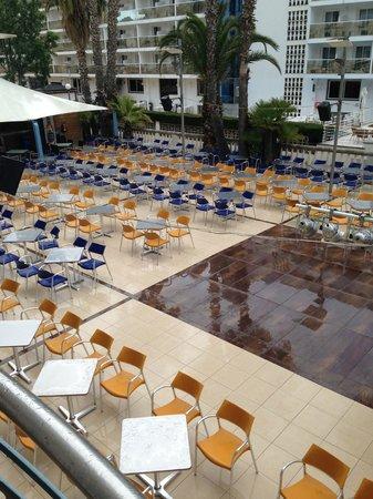 Hotel Alhambra: площадка,где проходят вечерние концерты