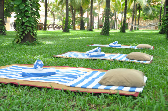 Lotus Blanc Resort: Outdoor Massage