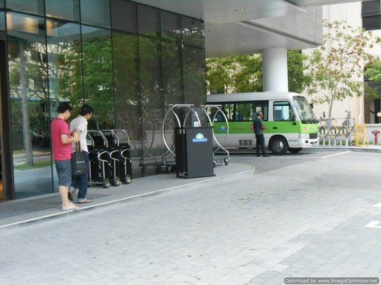 Days Hotel Singapore At Zhongshan Park: Outside view