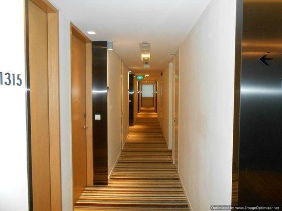Days Hotel Singapore At Zhongshan Park: Corridor