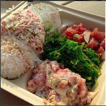Da Poke Shack: Spicy Lele poke and sesame poke.