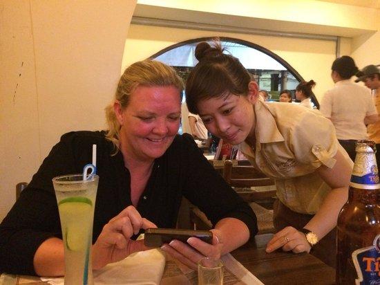 Good Morning Vietnam : Checking photos
