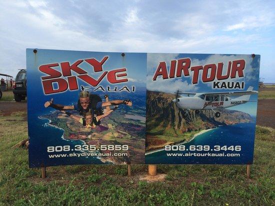 Skydive Kauai : Signage