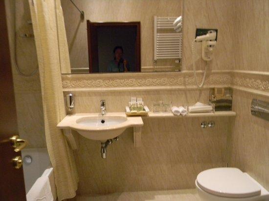 Hotel Moskva: Ванная