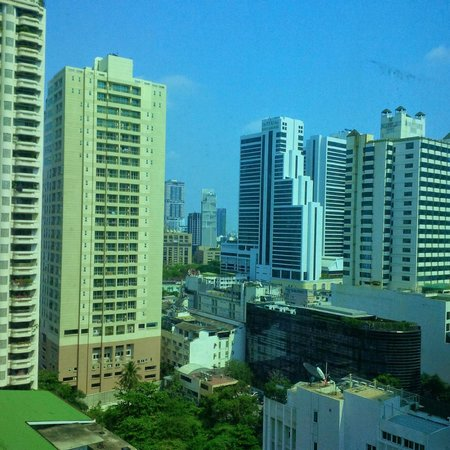 Hotel Windsor Suites & Convention Bangkok : view from 16th floor