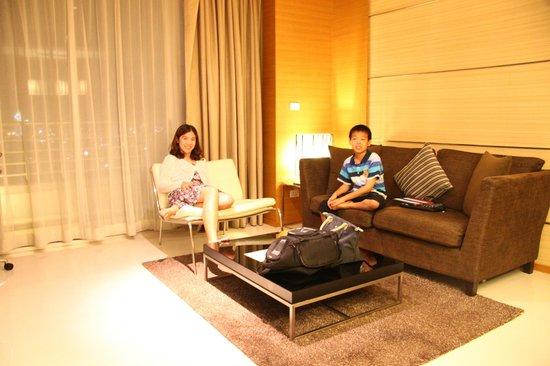 Anantara Sathorn Bangkok Hotel: living room