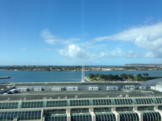 Omni San Diego Hotel : View from floor 17 across the Convention Centre to the harbour.