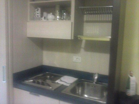 Hotel & Residence Il Teatro: cucinino in camera con lavastoviglie