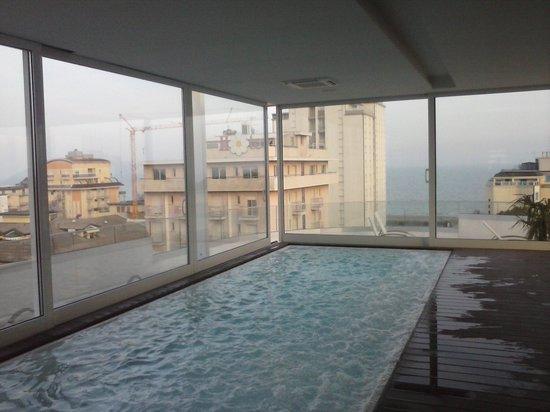 Hotel & Residence Il Teatro: la piscina interna