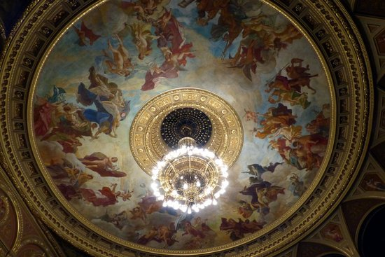 Hungarian State Opera House (Magyar Allami Operahaz) : State Opera House - ceiling fresco and chandelier