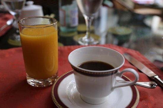 Hotel Grano de Oro San Jose : mango juice and cup of joe