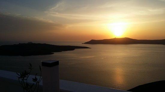 فيلا رينوس: anniversary sunset...heaven on earth.