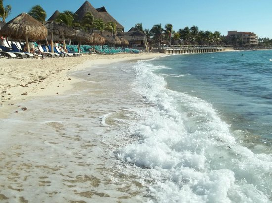 Catalonia Yucatan Beach : Beach on the warm Carribean Sea in front of hotel