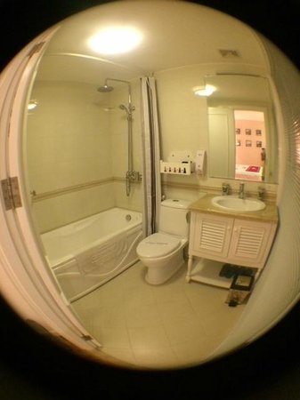 Calypso Grand Hotel: cleand and disinfected bathroom