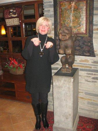 Himalaia Soldeu: При входе в отель, фигурка, может быть из Гималаев.