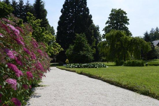 Restaurant Maninseo: Liebevoll gepflegte Gartenanlage