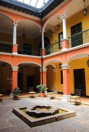 Hotel de la Opera: The atrium inside the hotel