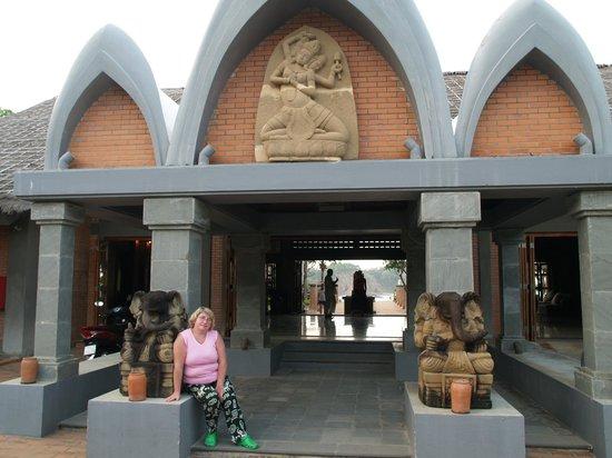 AVANI Quy Nhon Resort & Spa: Вид на ресепшн (главный вход)